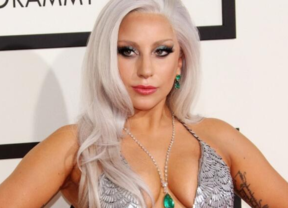 Ünlü şarkıcı Lady Gaga soyundu, çırılçıplak pozları olay oldu!