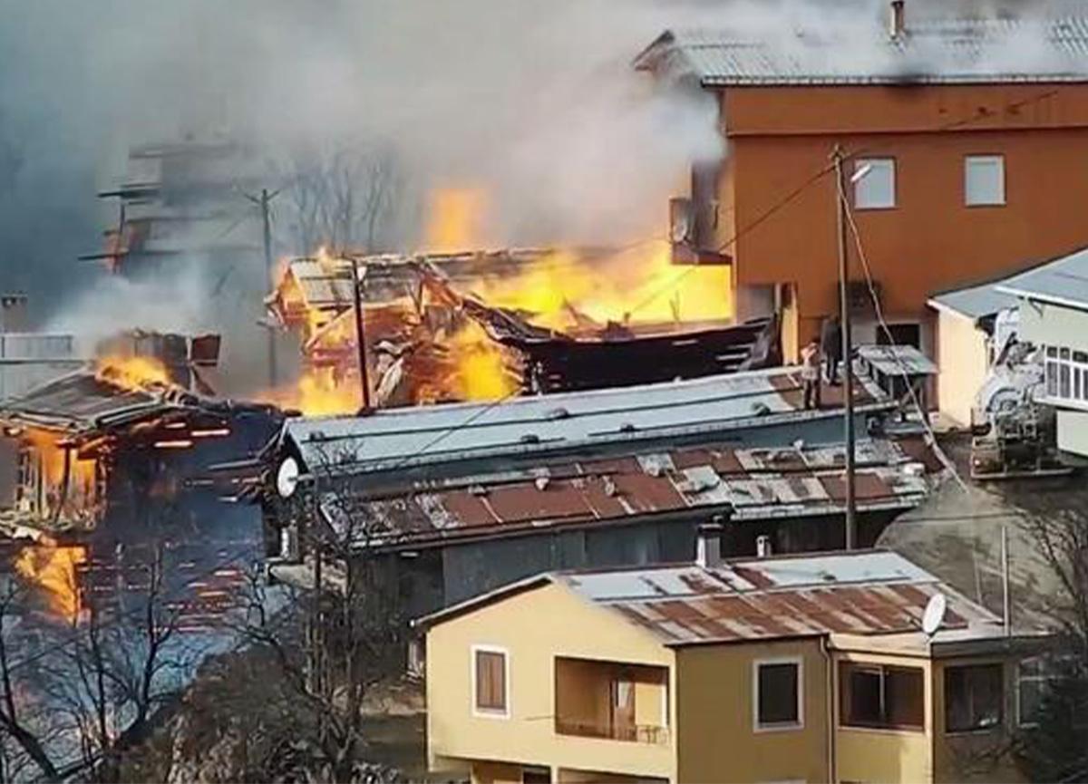 Son dakika: Rize'de köy evleri yanıyor!