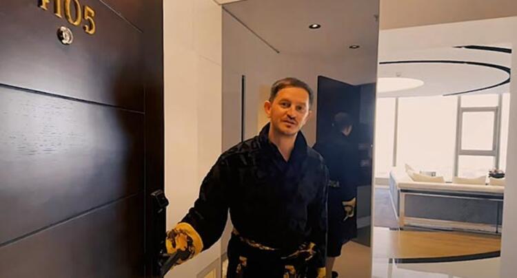 Dünyaca ünlü Türk müzisyen ve DJ Burak Yeter, İstanbul'daki lüks evinin kapılarını hayranlarına açtı