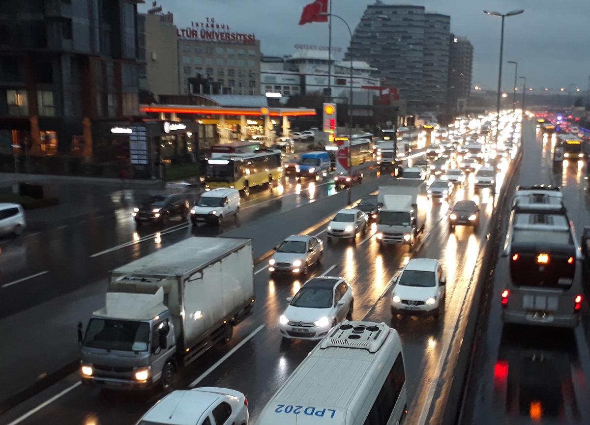 İstanbul trafiğinde yağmur yoğunluğu devam ediyor