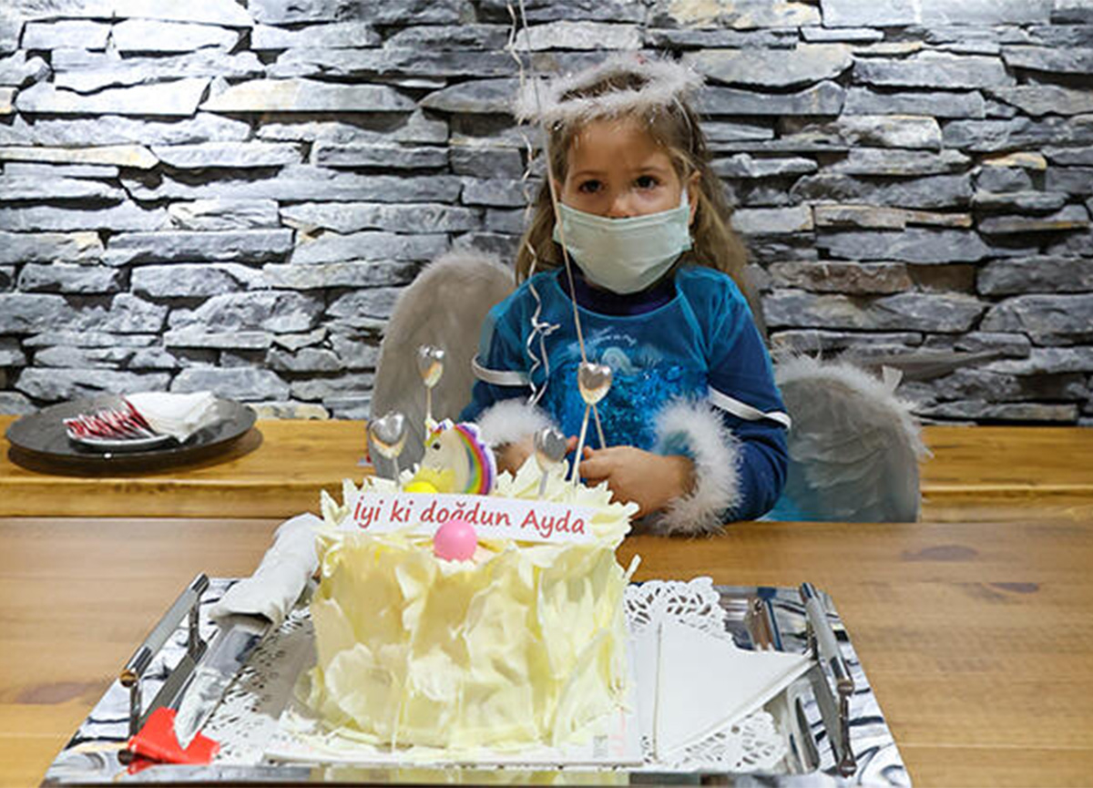 İzmir depreminde 91 saat sonra kurtarılan Ayda'ya sürpriz parti!