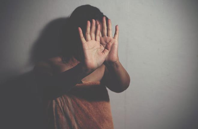 Para karşılığı gönderildi! Kumarbaz kocasının arkadaşları tarafından tecavüze uğradı