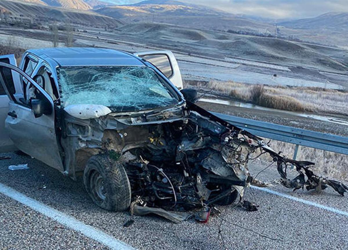 Erzincan'da kaza! 2 ölü, 2 yaralı