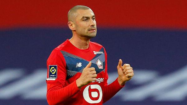 Fransa, Burak Yılmaz'ı konuşuyor! PSG'li futbolcular maçı bırakıp yanına gitti...