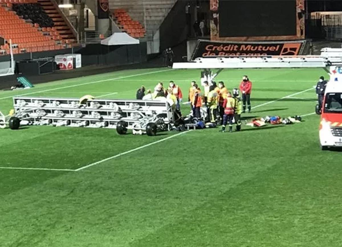 Fransa Ligue 1'de korkunç ölüm! Üstüne projektör rampası çöktü...