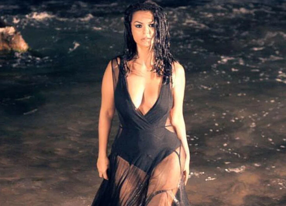 Şarkıcı Nez, kendisine tehdit videoları gönderen takıntılı hayranından şikayetçi oldu