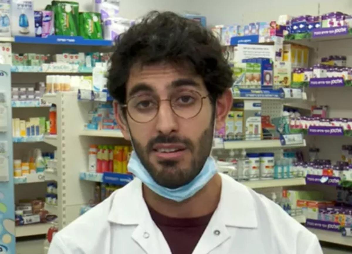 İsrail'de eczacı olan Uday Azizi'ye yanlışlıkla 4 doz koronavirüs aşısı yapıldı