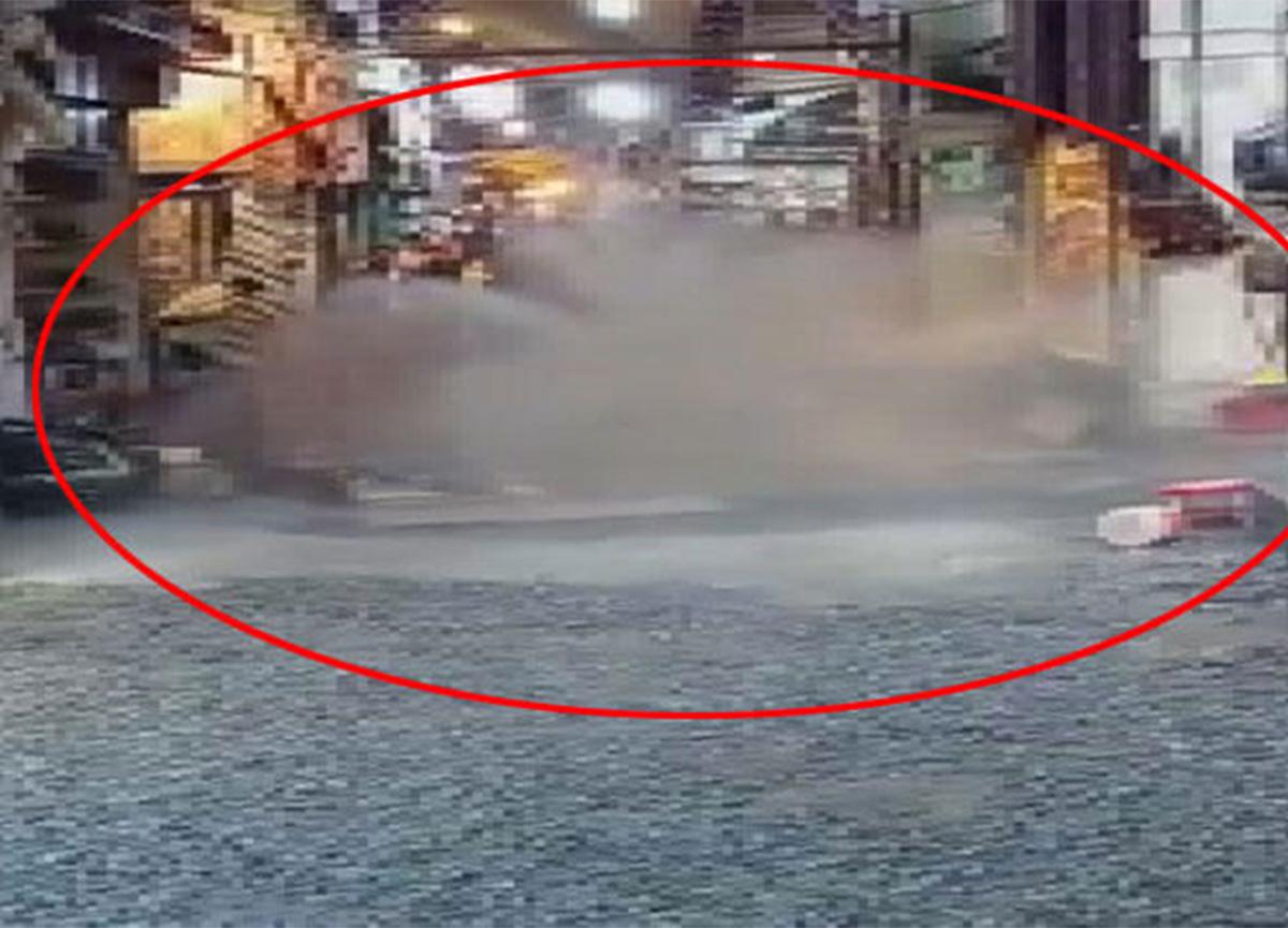 Kapalıçarşı'da su borusu patladı! Hareketli anlar yaşandı!