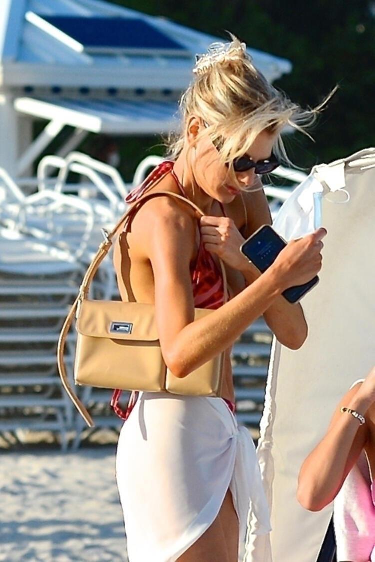 ABD'li oyuncu ve model Charlotte McKinney, tüm bakışları üzerinde topladı