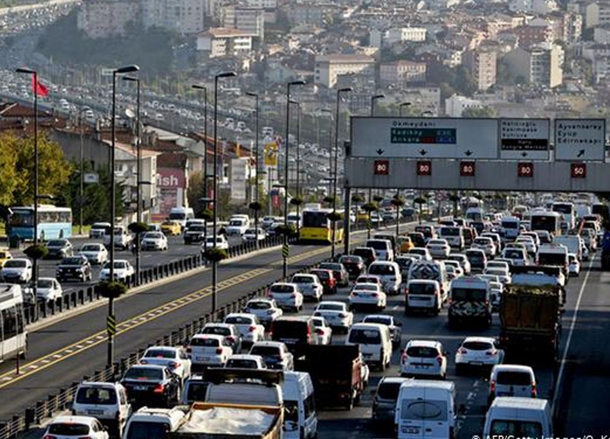 Koronavirüs kısıtlamaları başlıyor! İstanbul'da trafik yoğunluğu arttı...