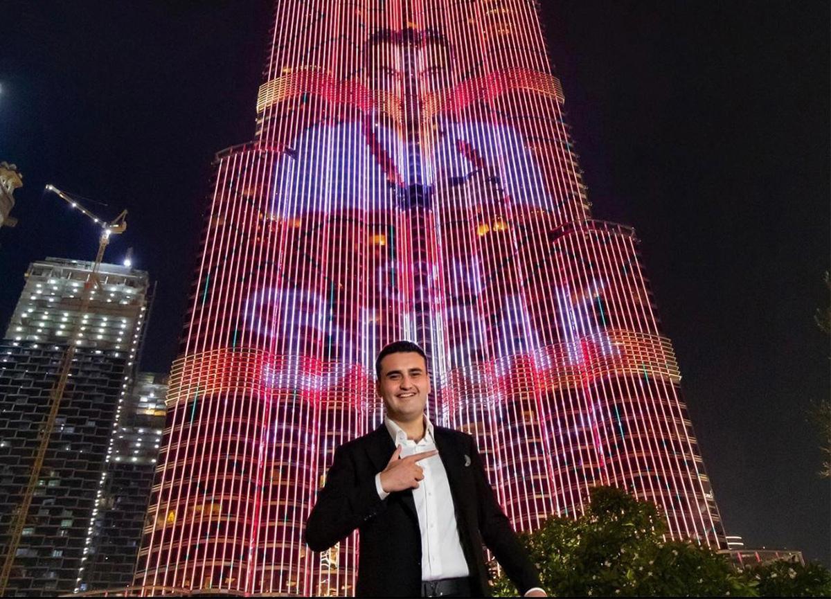 CZN Burak gündem oldu... Fotoğrafı Burj Khalifa'ya yansıtılan CZN Burak Dubai'de restoran açıyor!