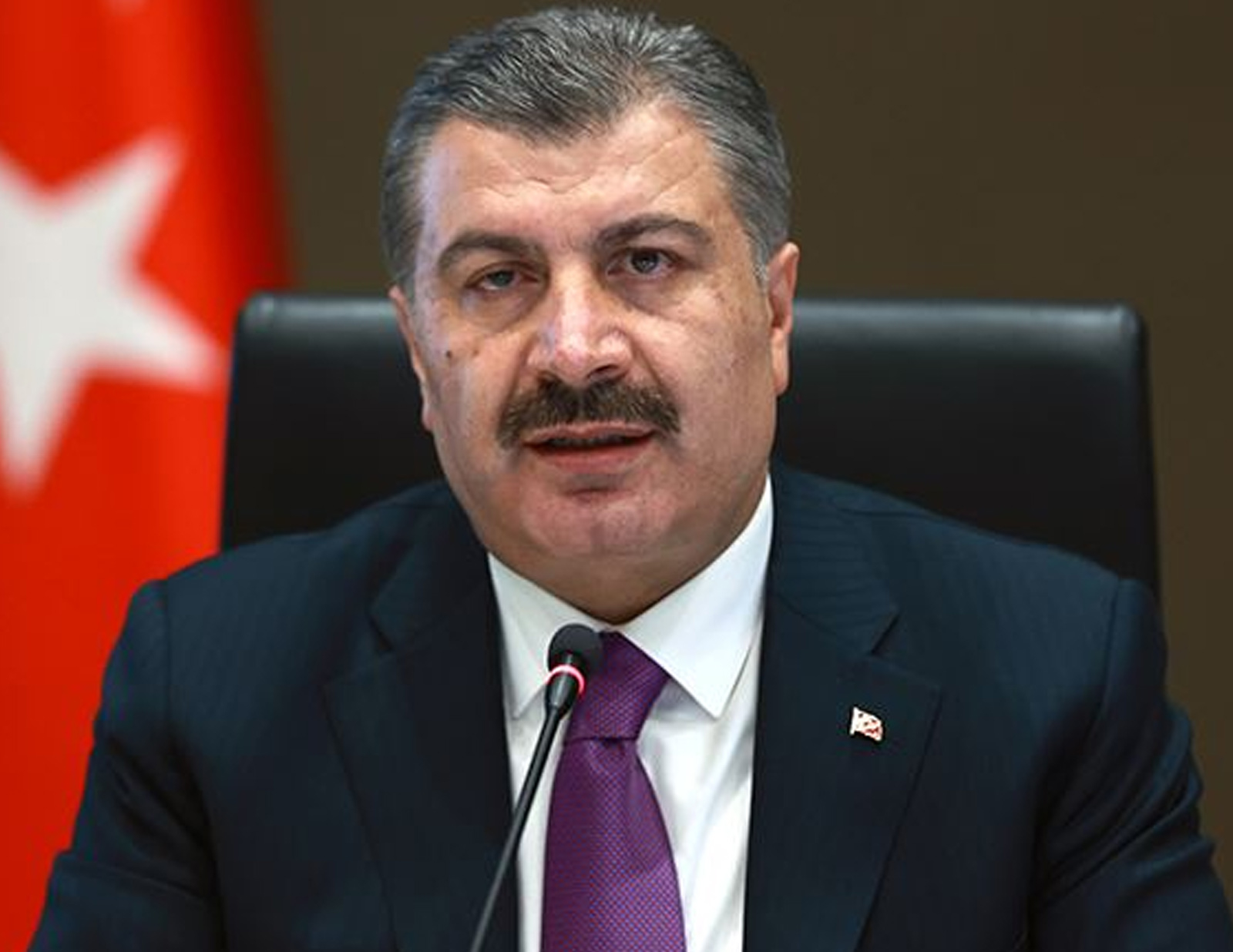Sağlık Bakanı Fahrettin Koca'dan dikkat çeken paylaşım: Yatacak yerimiz de, verecek cevabımız da var
