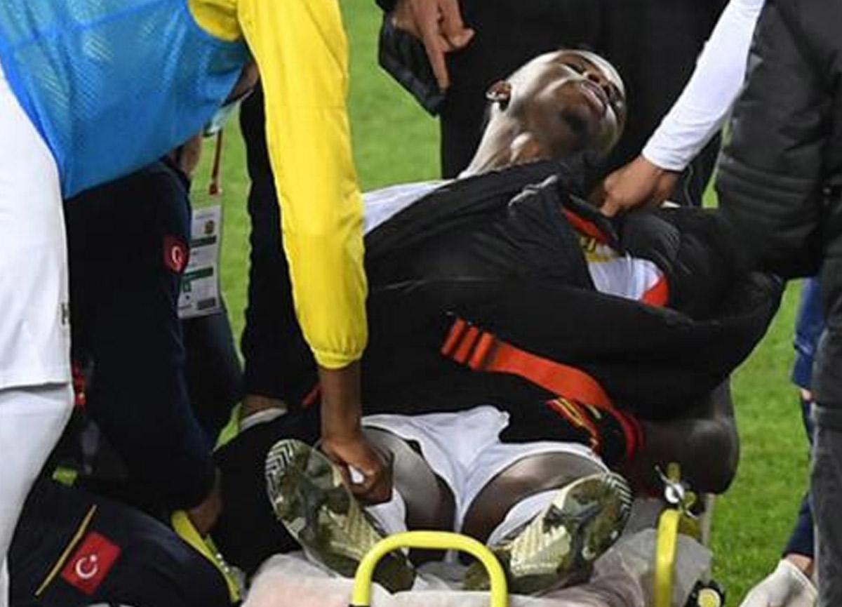 Süper Lig maçında korku dolu anlar! Futbolcu birden yere yığıldı
