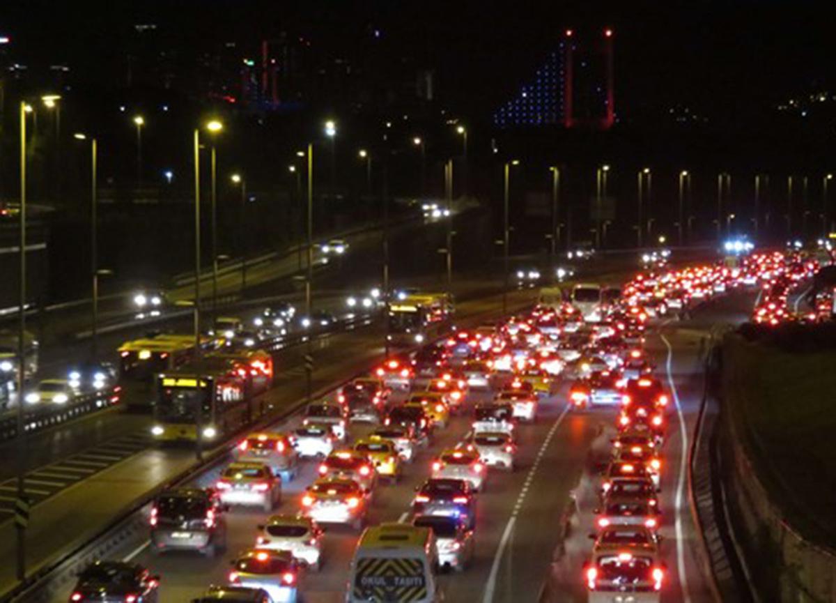 80 saatlik kısıtlama sonrası İstanbul'da trafik yoğunluğu