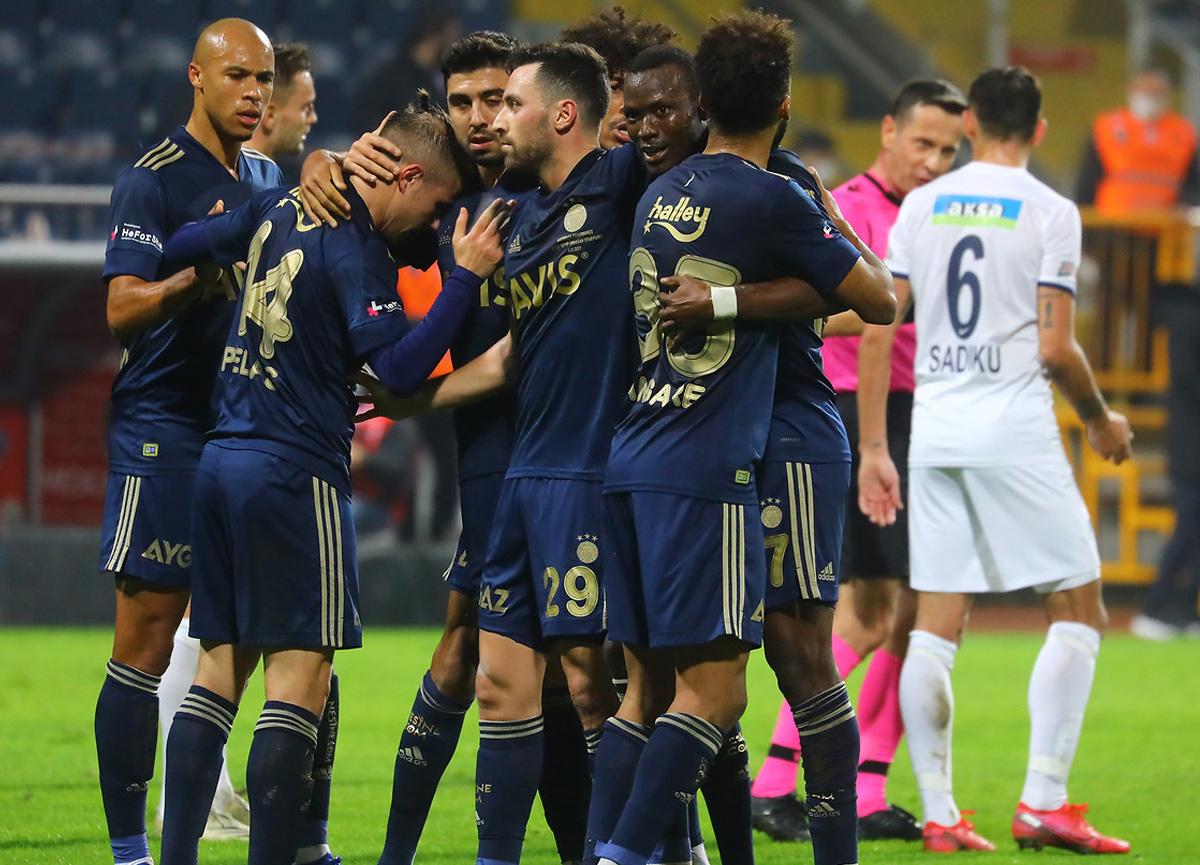 Fenerbahçe deplasmanda Kasımpaşa'yı 3-0 mağlup etti
