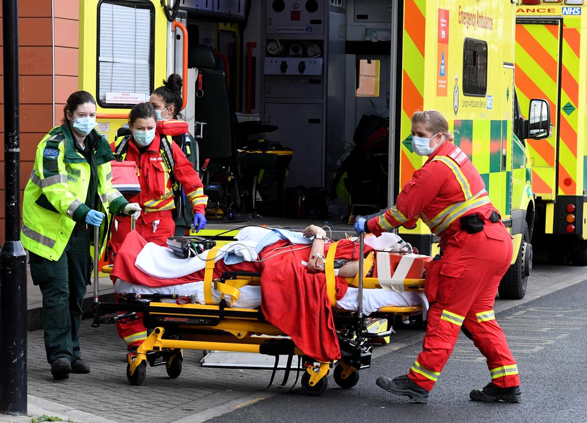 İngiltere'de koronavirüs yüzünden son 24 saate 407 kişi yaşamını yitirdi