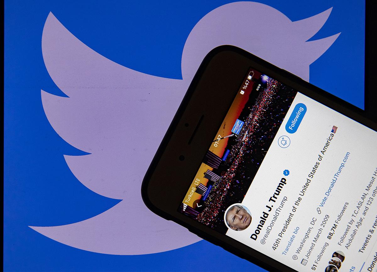 Twitter, ABD Başkanı Donald Trump'ın hesabını askıya aldı!