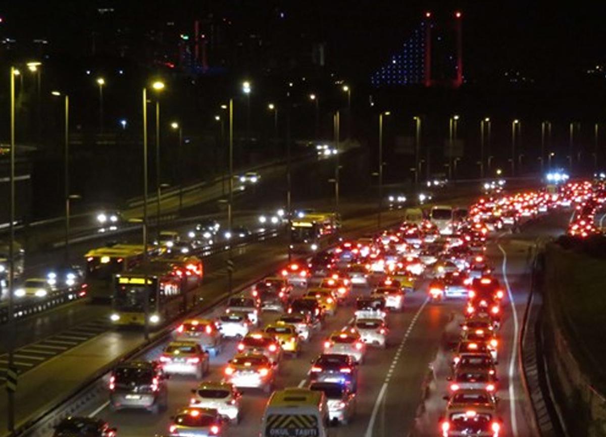 Sokağa çıkma kısıtlaması bitti, İstanbul'da trafik yoğunluğu arttı!