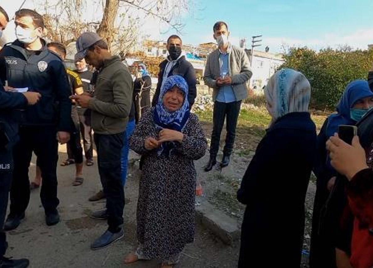 Evi yanan Suriyeli yaşlı kadın, yalın ayak gözyaşlarına boğuldu