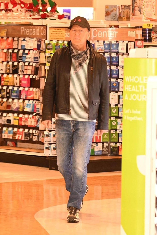 Bruce Willis maske takmayı reddedince eczaneden çıkarıldı