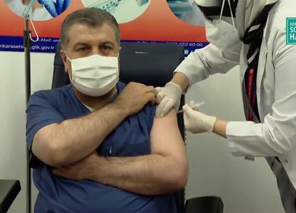 Bakan Koca ve Bilim Kurulu üyeleri koronavirüs aşısı oldu