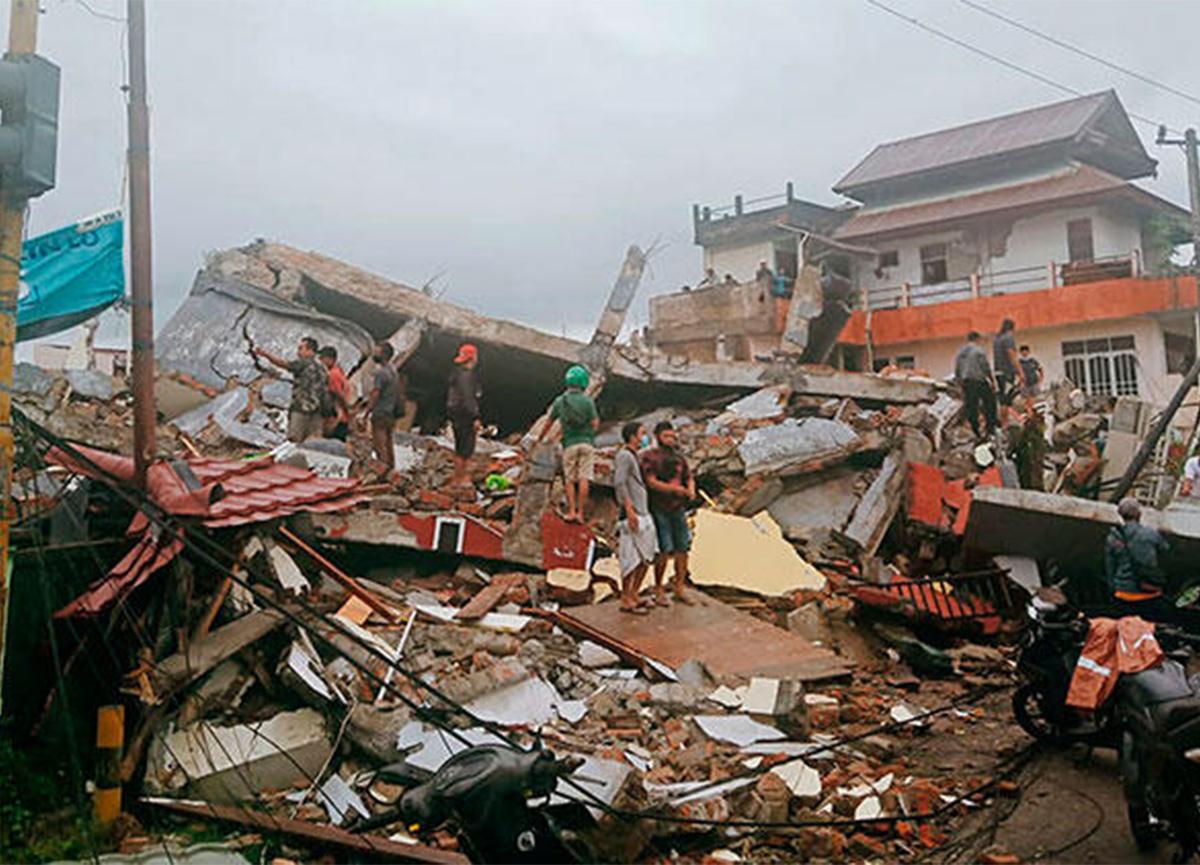 Endonezya'da 6.2 büyüklüğünde deprem! Can kayıpları var!