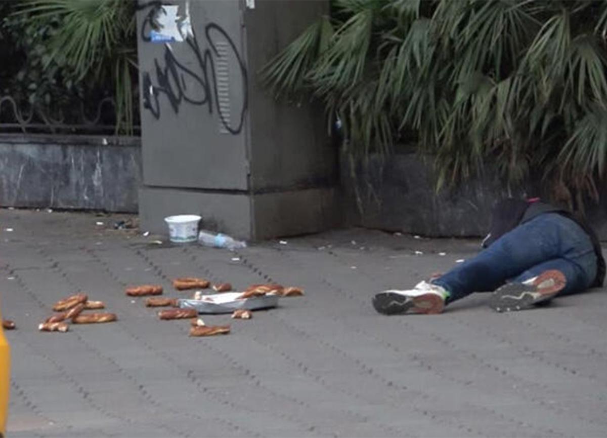Taksim'de ilginç anlar! Bir anda yere yığıldı!