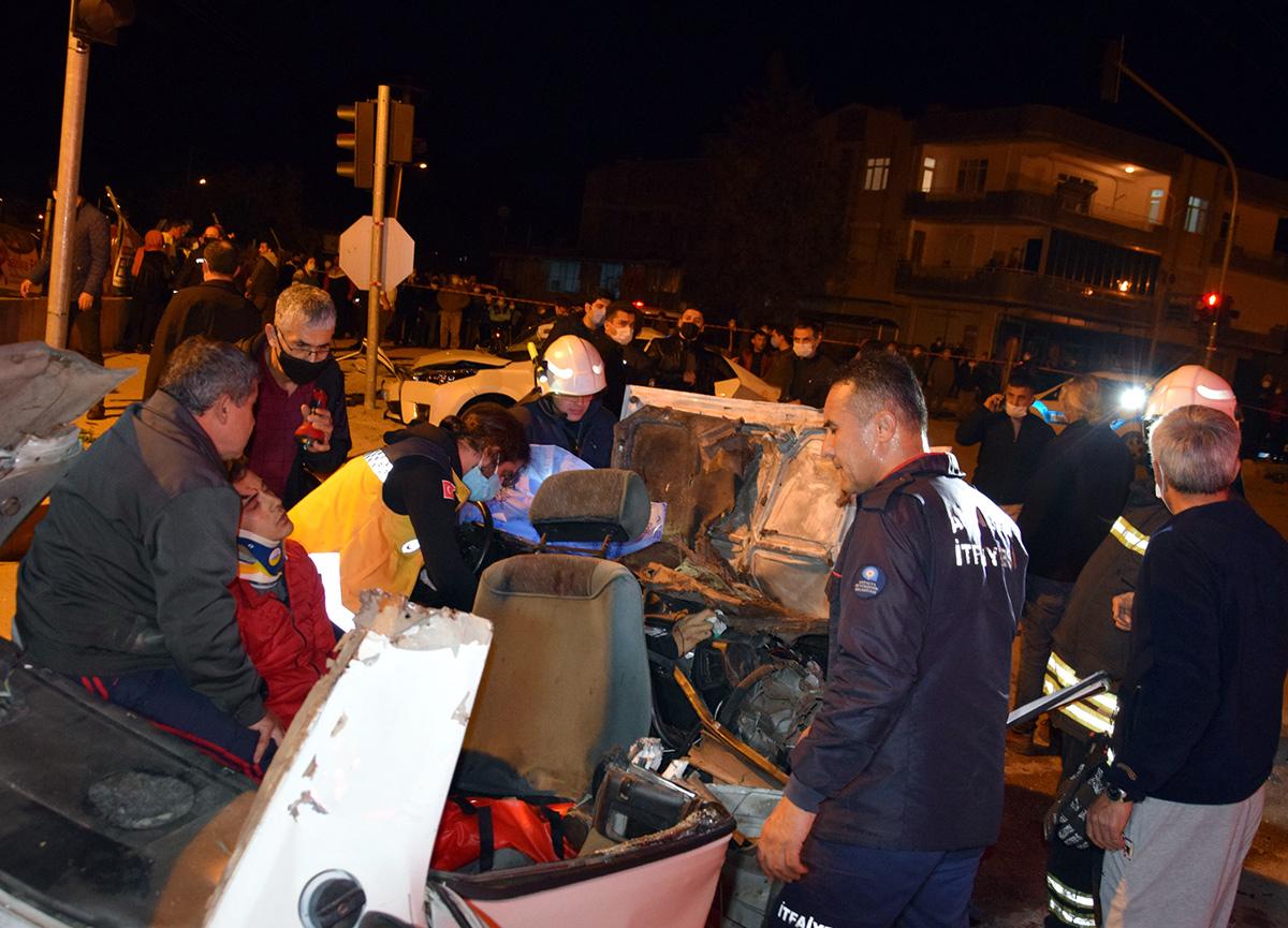 Antalya'da feci kaza: 3 kişi öldü 4 kişi yaralandı