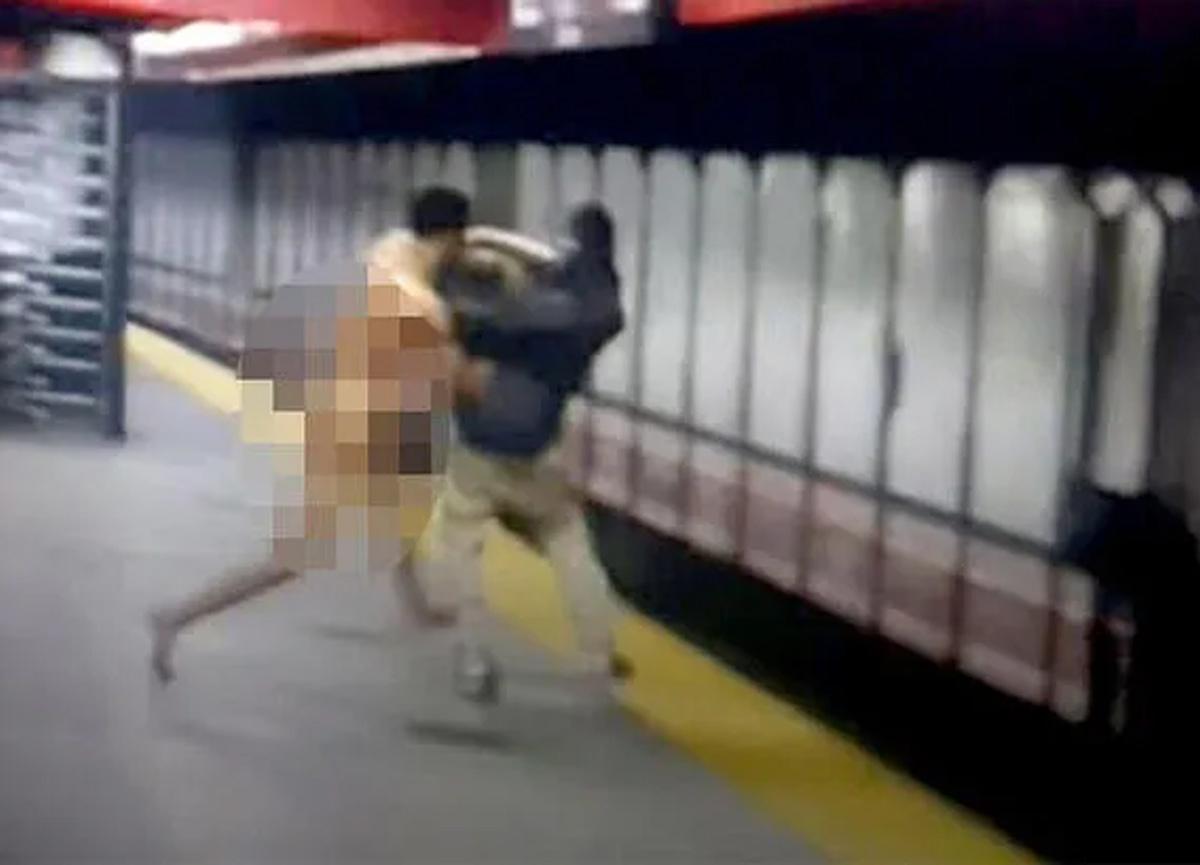 ABD'de çıplak bir adam, metro istasyonunda arbedeye neden oldu