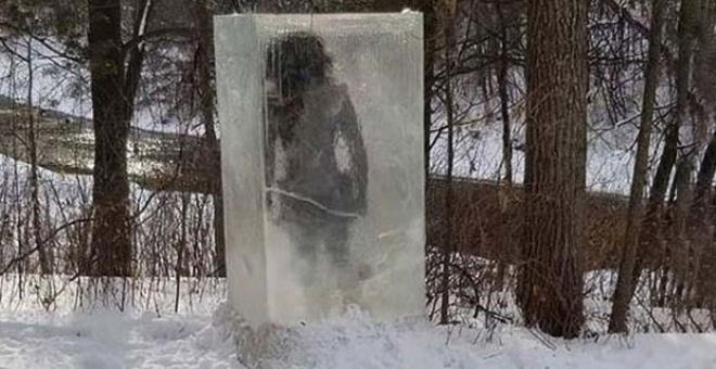 Parkta donmuş halde bulundu! Gizemli cisimle ilgili gerçek çok geçmeden ortaya çıktı