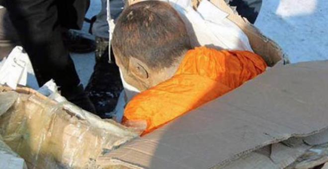 Kendilerini işkenceyle öldürüyorlar! Canlı canlı mumyalanan rahipler görenleri ürkütüyor