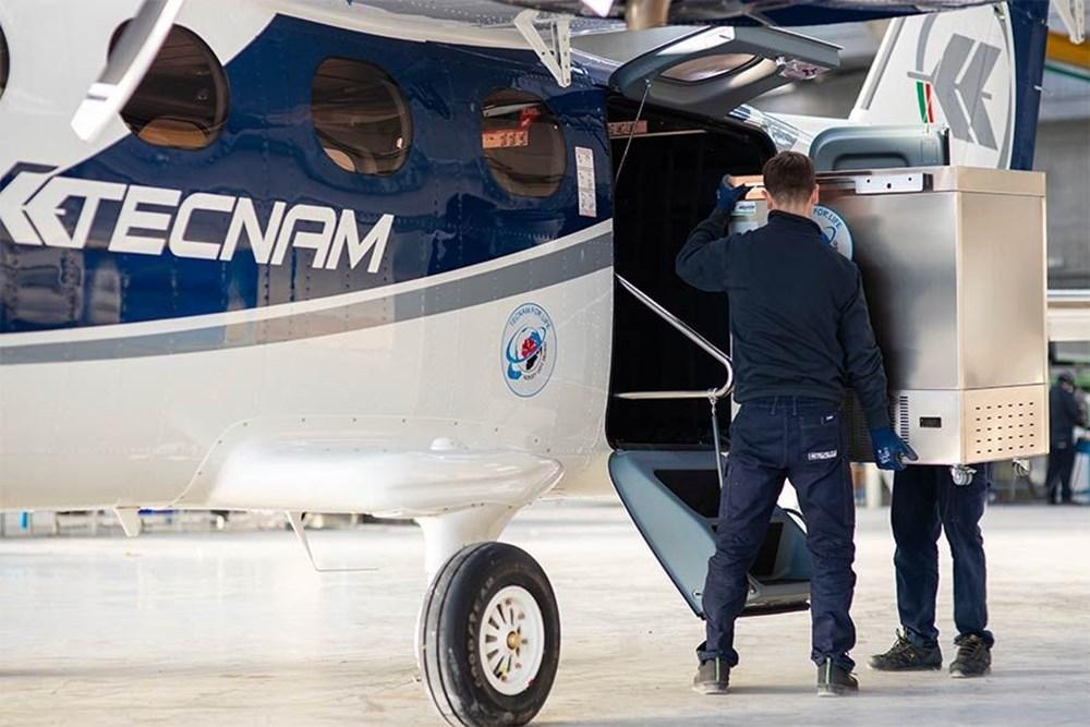 Yolcu uçağı, Pfizer/BioNTech aşısını taşımak için devasa bir dondurucuya dönüştürüldü