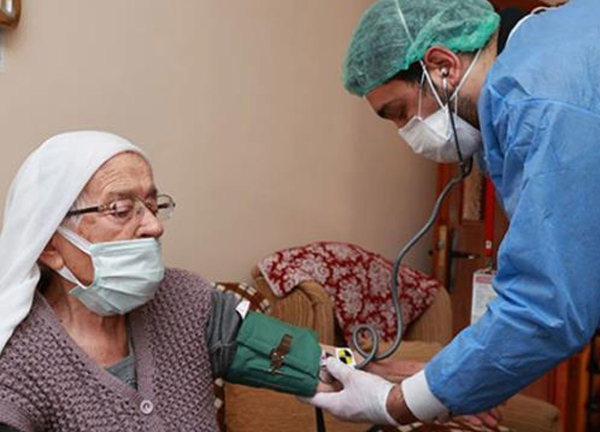 90 yaş üstü vatandaşlara evlerinde koronavirüs aşısı yapılmaya başlandı