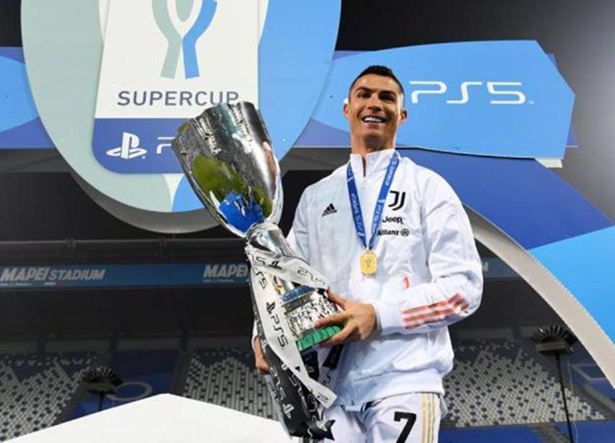 Cristiano Ronaldo'dan bir rekor daha! Tarihin en golcü futbolcusu oldu...