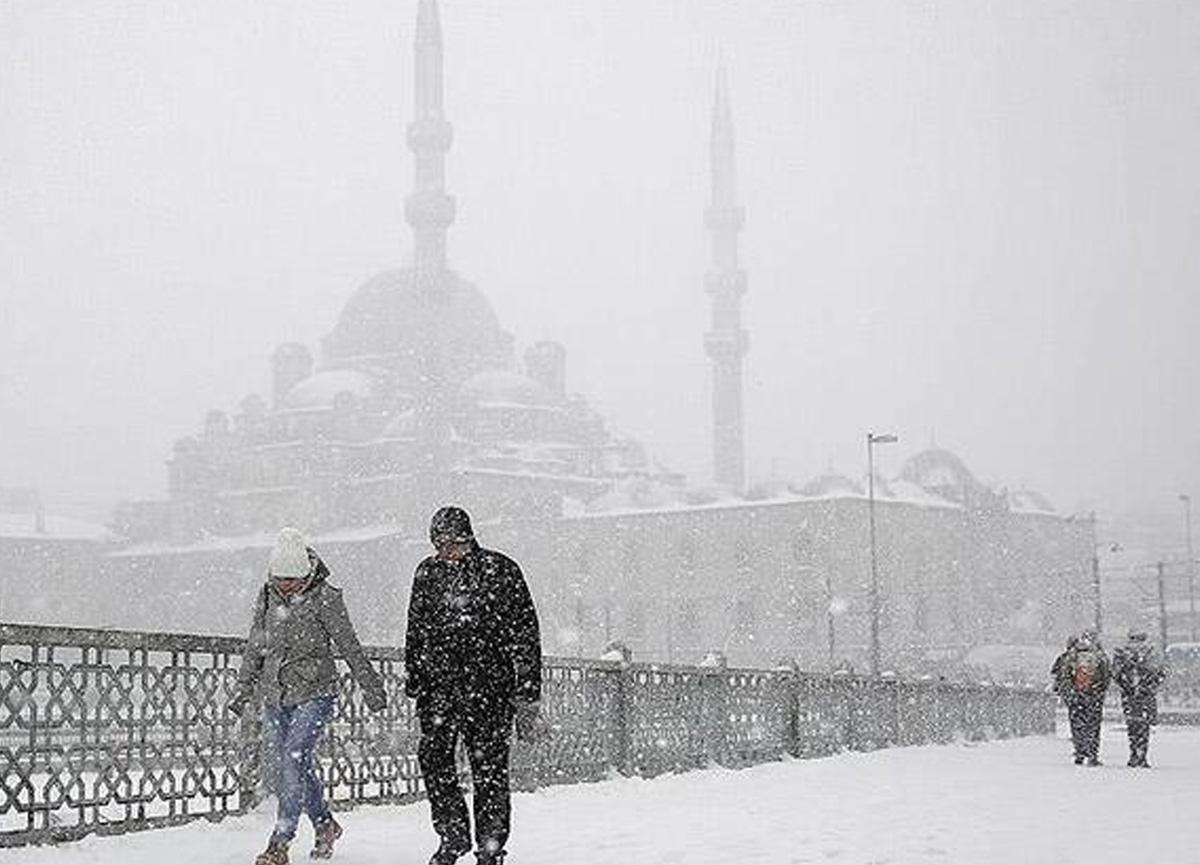 Meteoroloji perşembe gününü işaret etti, Bünyamin Sürmeli'den açıklama geldi: İstanbul'a kar yağışı...
