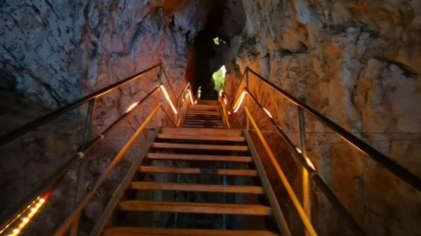 3 milyon yaşındaki, Türkiye'nin en büyük 2. mağarası Oylat'ta kış ayında sıcaklık 18 derece