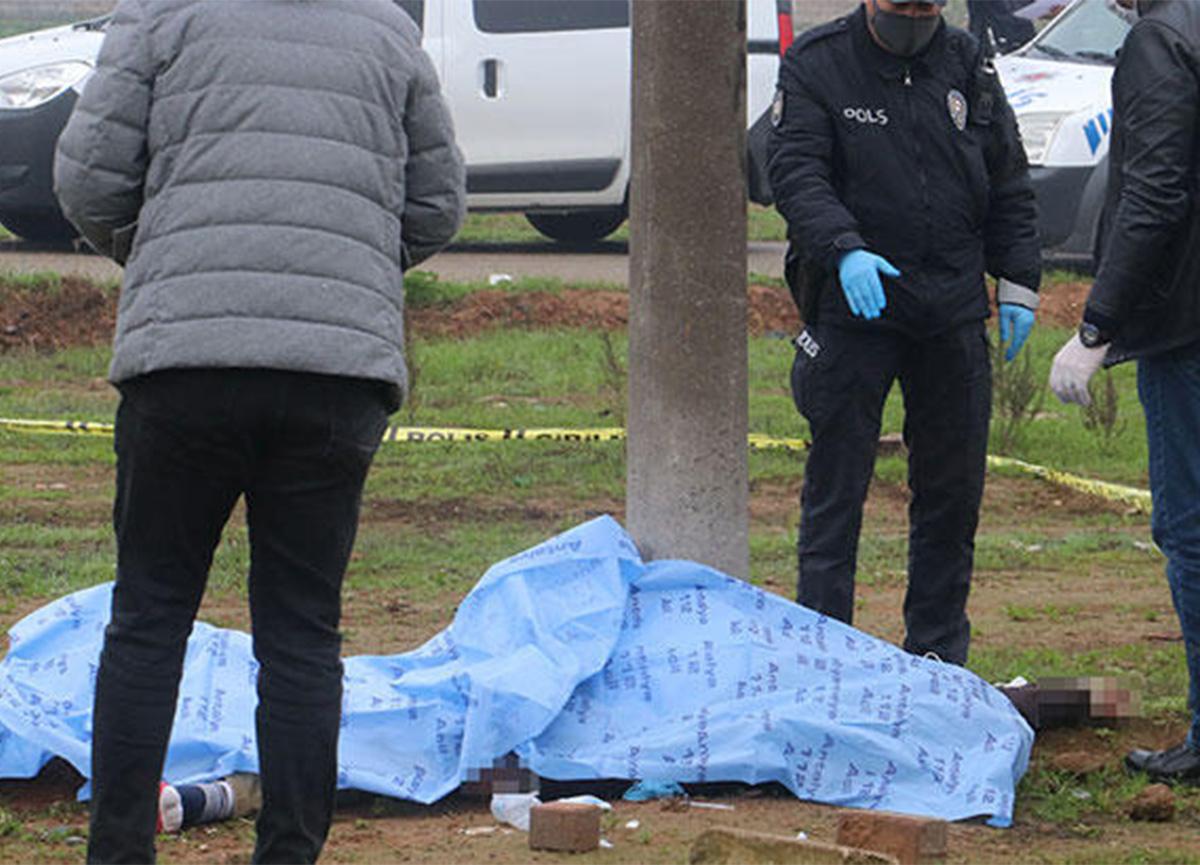 Antalya'da direğe dayalı ceset bulundu