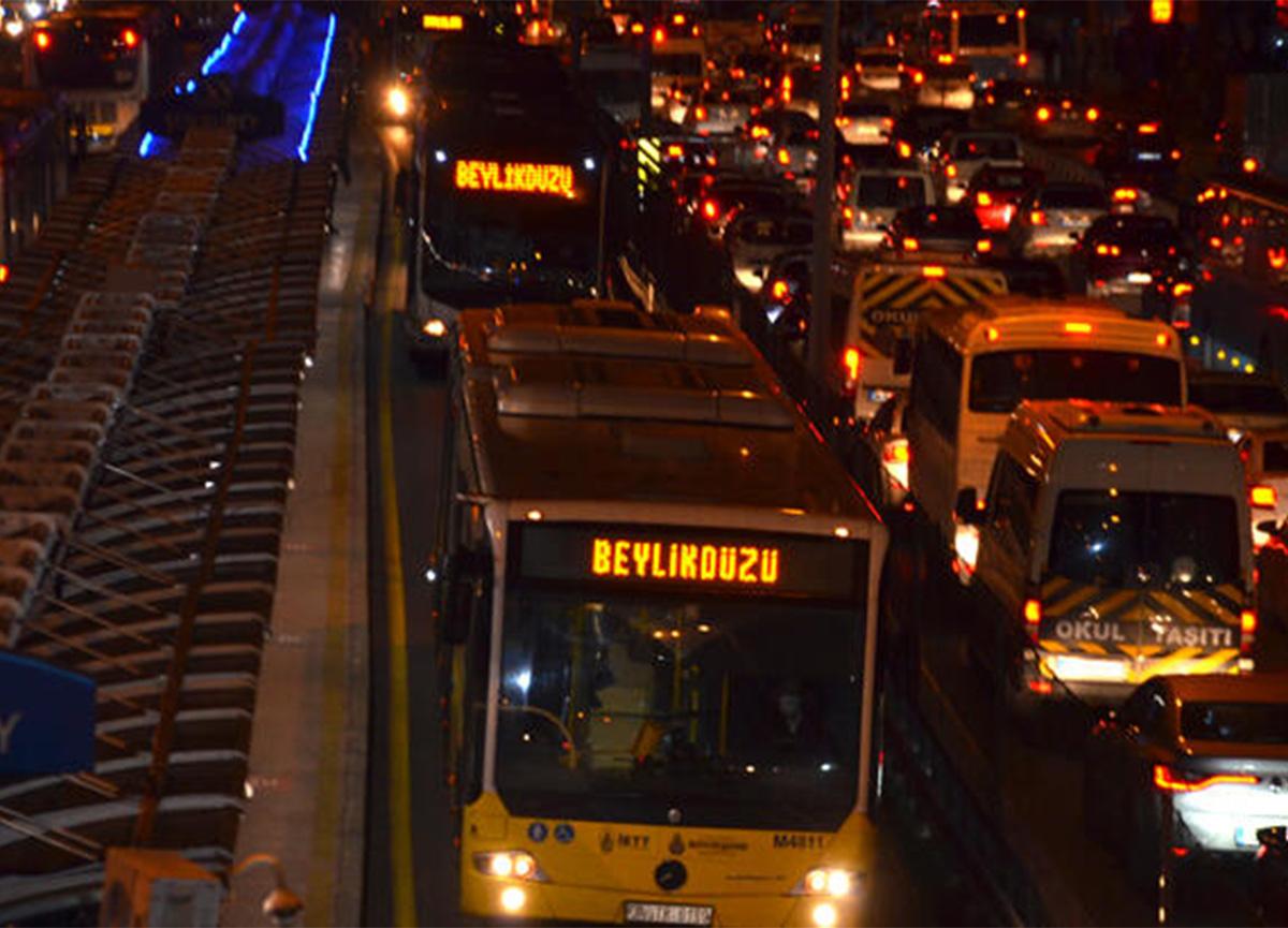 Metrobüslerde yeni dönem! O uygulama artık yok
