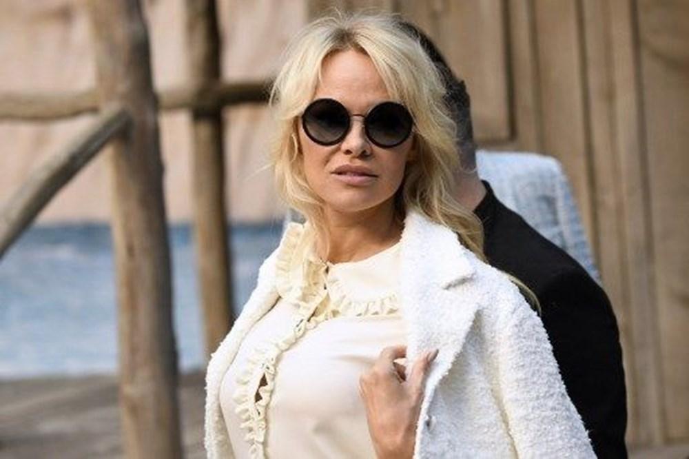 Pamela Anderson: Sosyal medya zihin kontrolü için kullanılıyor