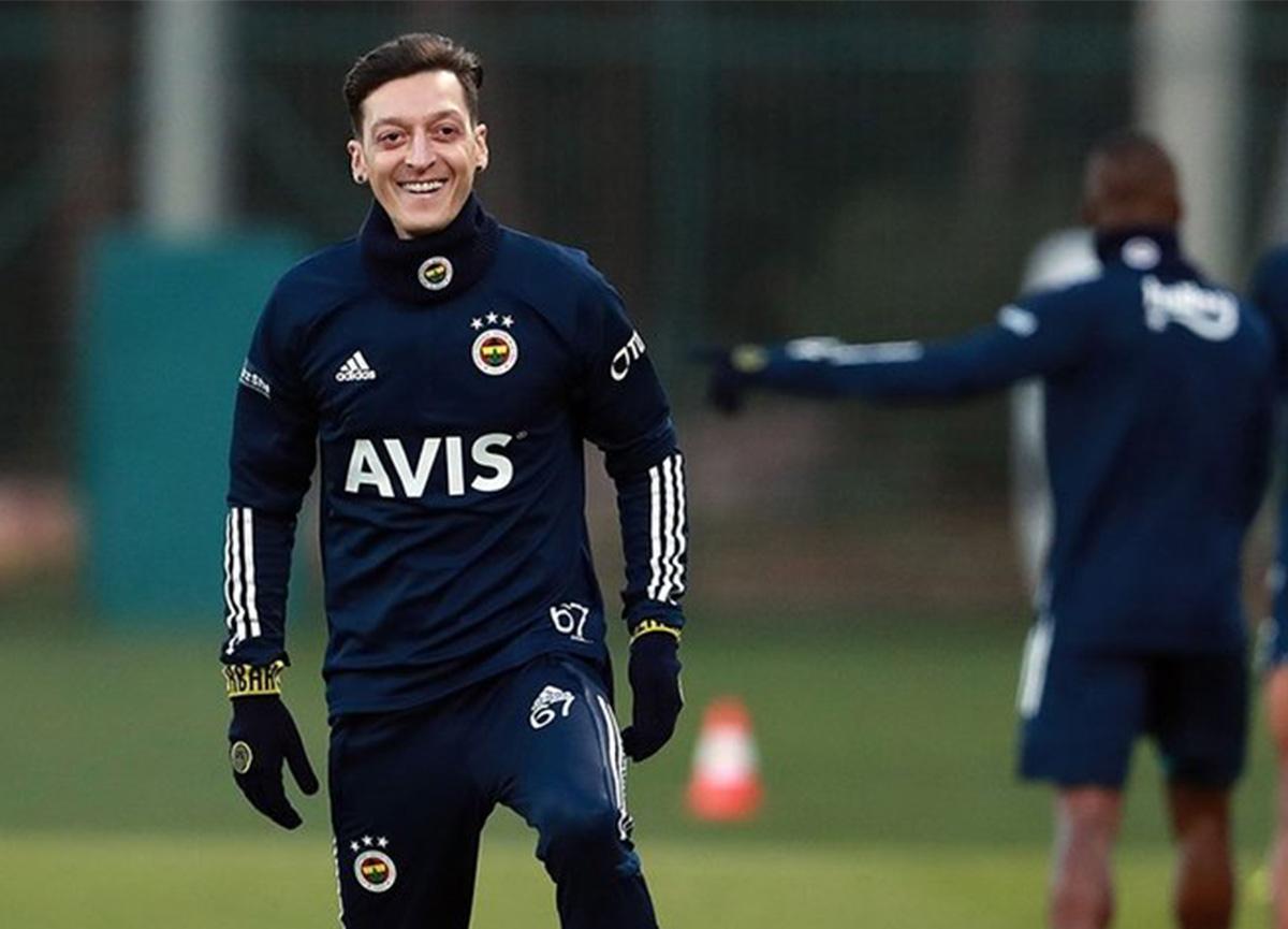 Mesut Özil'in imza töreni, Avrupa basınında geniş yankı buldu