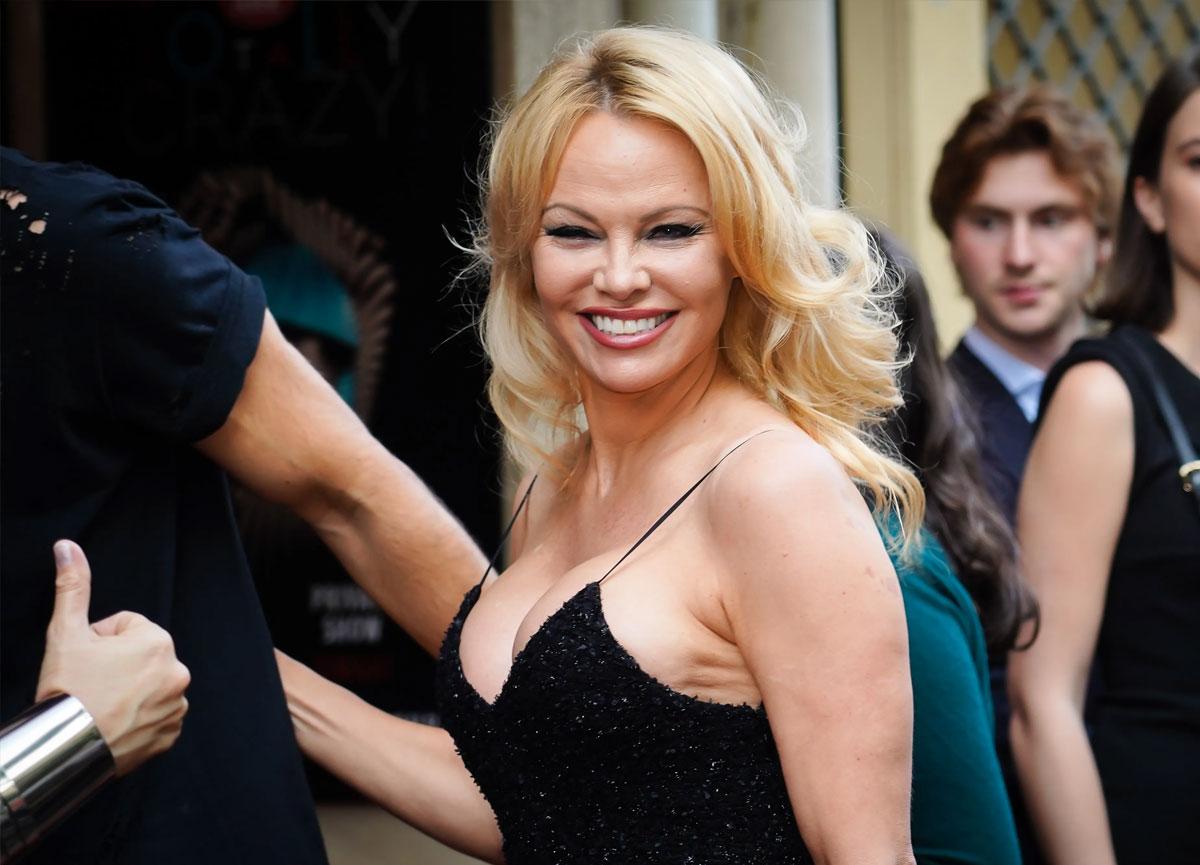 Pamela Anderson beşinci evliliğini koruması Dan Hayhurst ile yaptı