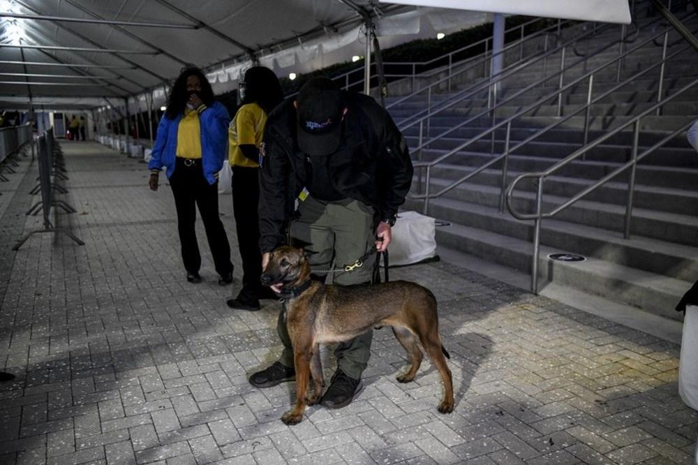 Sporda yeni dönem: Köpekler Covid-19'u kokladı, 2 bin kişi maç izledi