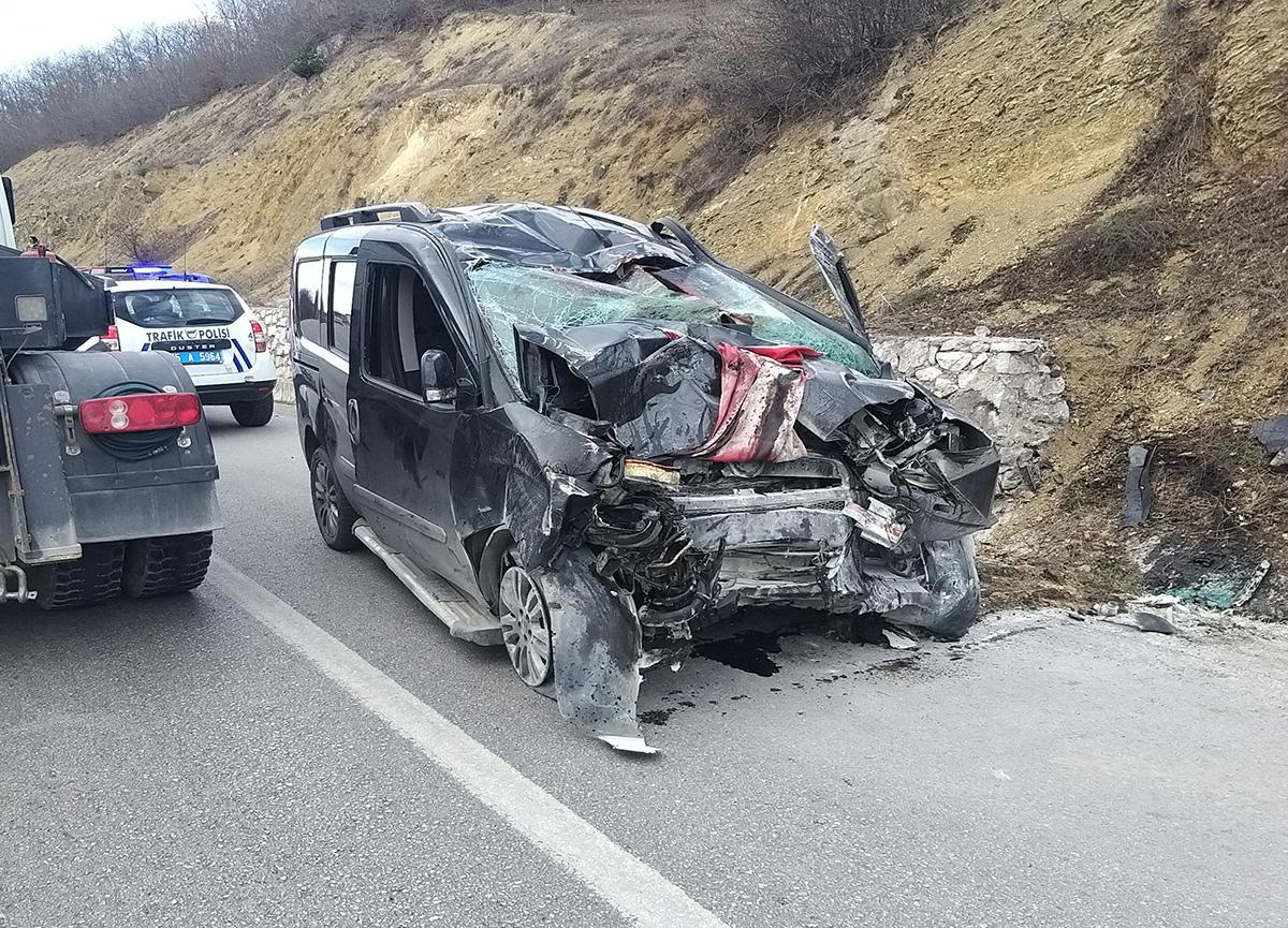 Samsun'da oğullarını askeri birliğe teslim eden aile dönüş yolunda kaza yaptı: 3 ölü