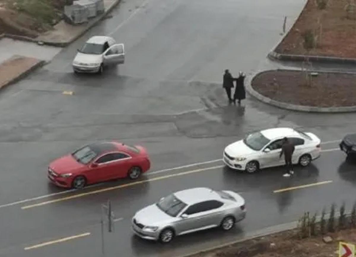 Başakşehir'de yol ortasında korkunç olay! Kadını yaka paça araca götürdü...