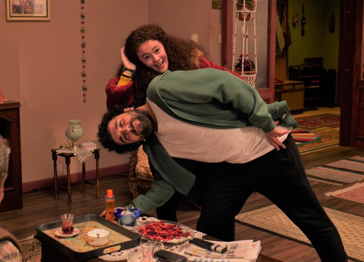 Hasan Can Kaya'nın dizisi 'Bir Yeraltı Sitcom'u'nda eğlenceli anlar...