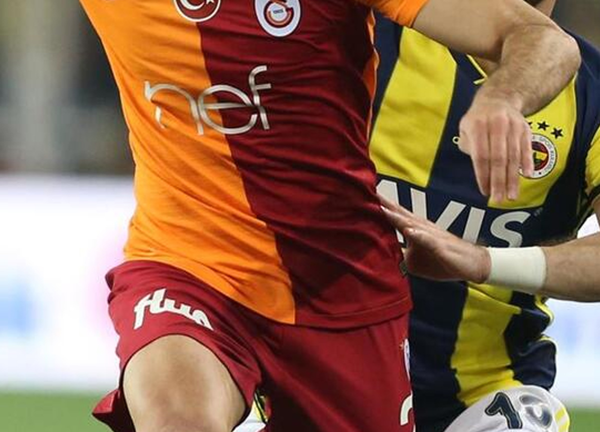 Derbinin hakemi Cüneyt Çakır oldu! Fenerbahçe Galatasaray maçı ne zaman, saat kaçta?