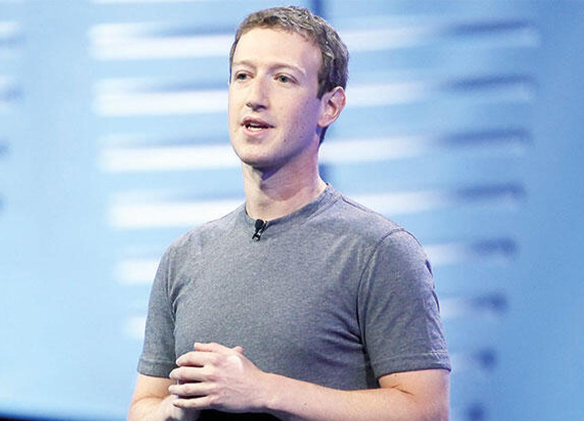 Facebook'un patronu Mark Zuckerberg, zirvede tek kaldı