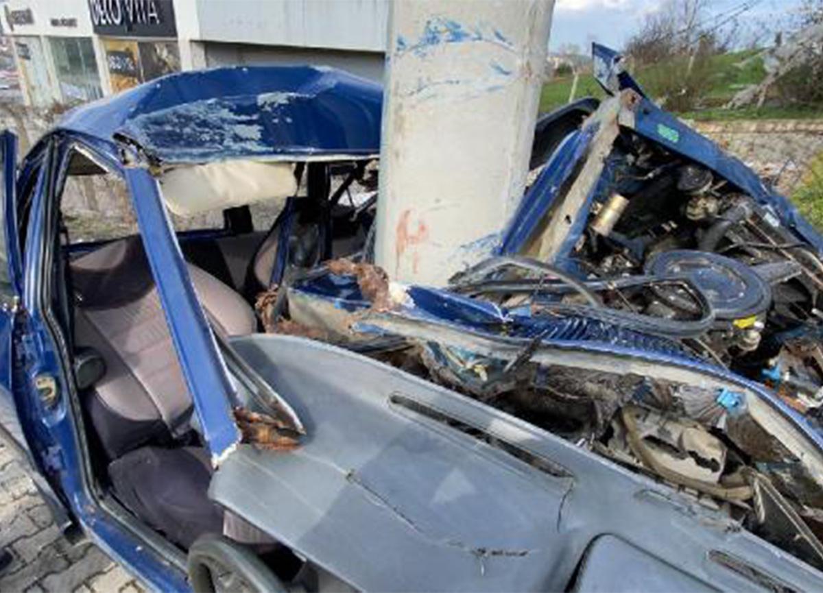 Samsun'daki kazada otomobil hurdaya döndü!