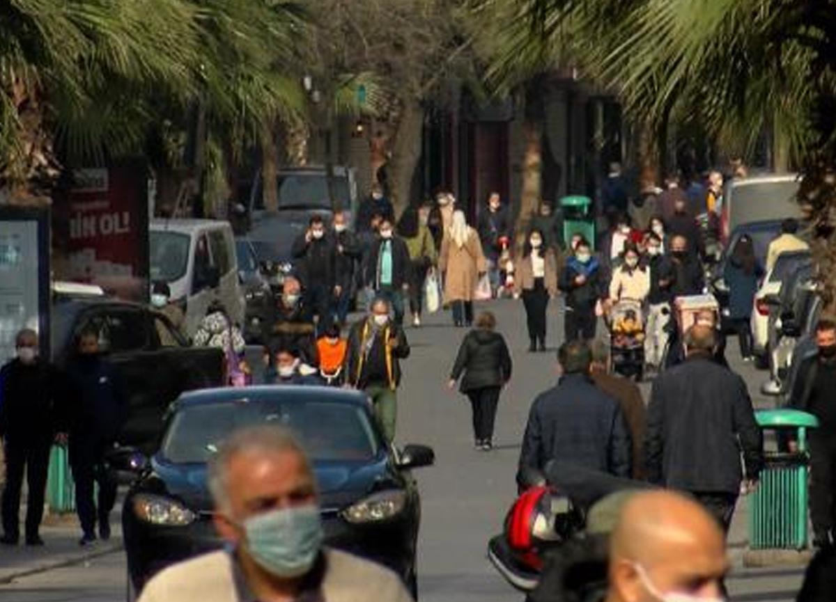 İstanbul'da sokağa çıkma yasağı sözde kaldı, meydanlar doldu taştı