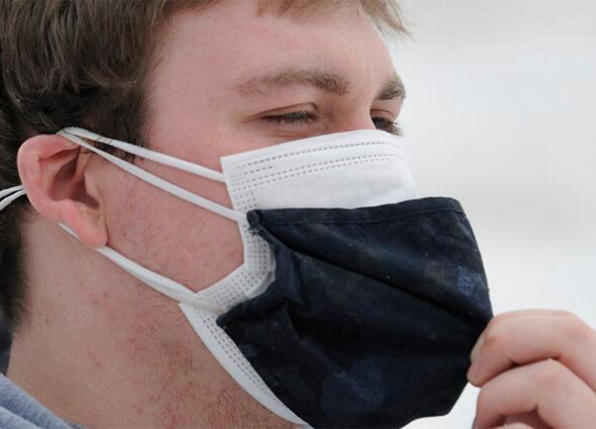 Çift maske takmak koronavirüsten koruyor mu? İşte araştırma sonucu